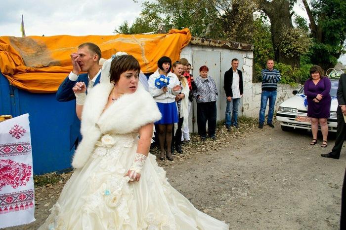 Друзья пустили по кругу на свадьбе