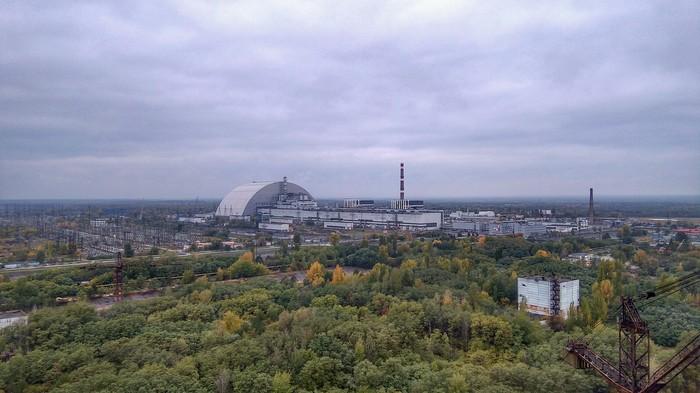 1-2 очереди ЧАЭС с крыши 5-го блока ЧАЭС, Зона отчуждения, Чернобыль, Припять