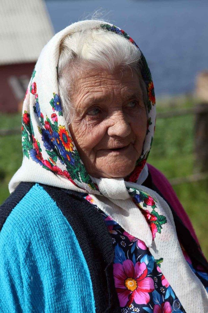 Бабушка носит в пизде шарики
