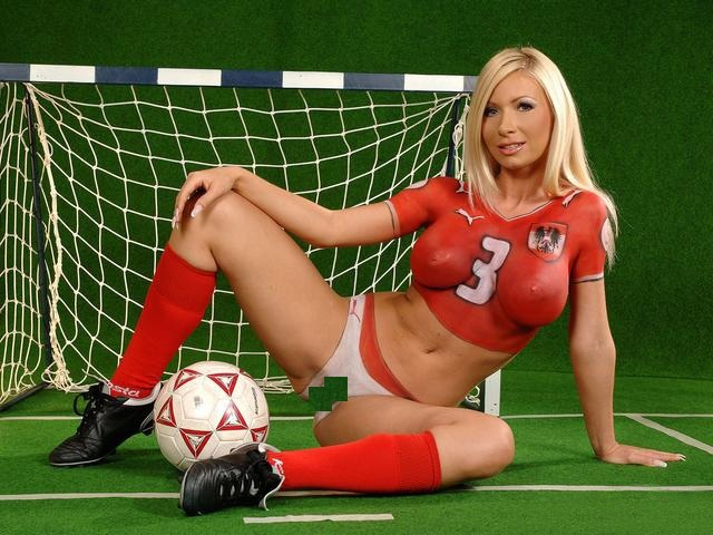 germany-body-paint-soccer-girls