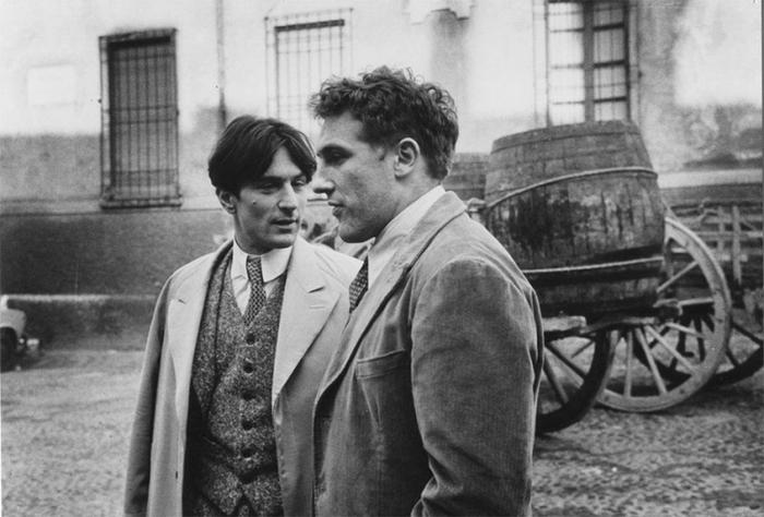 """Роберт Де Ниро и Жерар Депардье на съемках фильма """"Двадцатый век"""", 1976 год"""