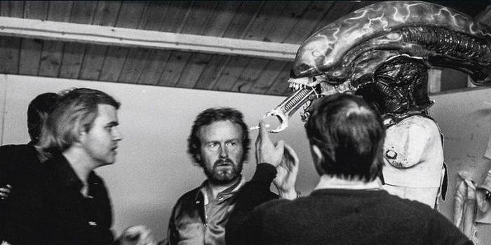 Ханс Гигер разрабатывает концепт–арт и декорации для фильма Чужой, Shepperton Studios, Лондон, февраль–ноябрь 1978 года