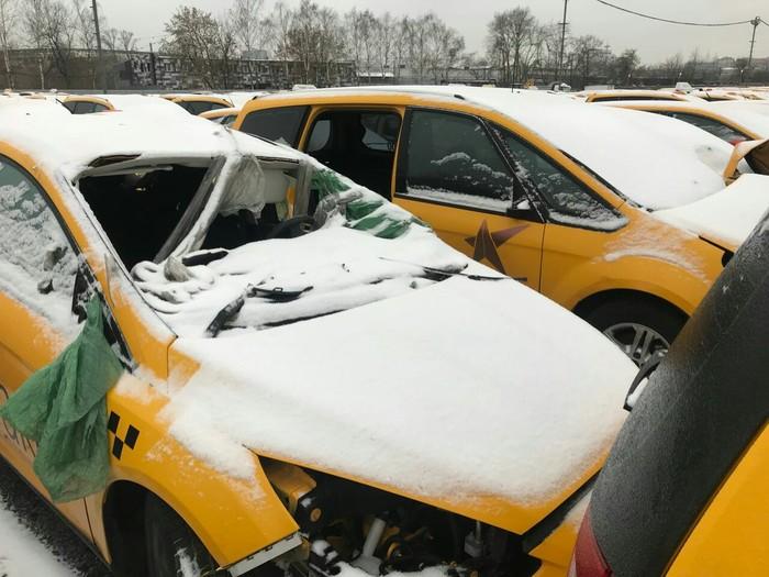 Так вот где умирают Яндекс.Такси Яндекс такси, Автосервис, Машина, Авария, День жестянщика, Видео, Длиннопост