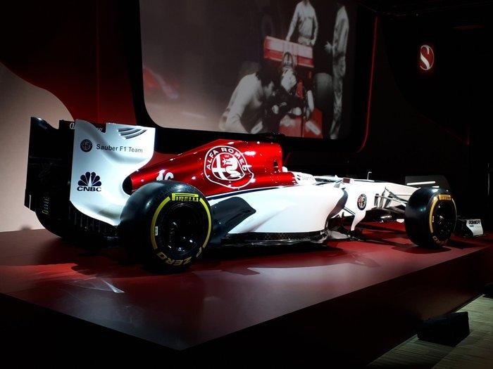 Alfa Romeo Sauber F1 Team официально представила ливрею и пилотов на 2018 год. Sauber, Alfa romeo, Alfa romeo sauber f1 team, Длиннопост, Видео