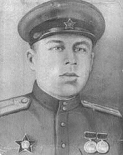 Какое надгробие полагается герою советского союза Ваза. Покостовский гранит Азов