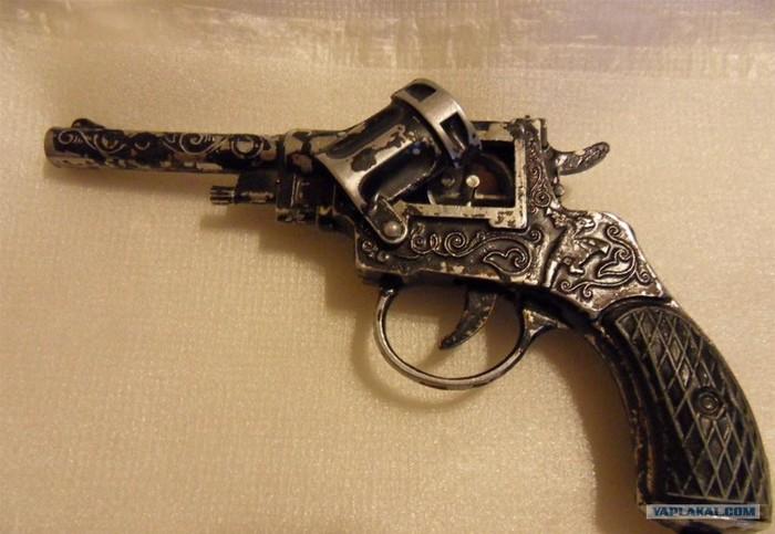 Фильм засунул пистолет в попу