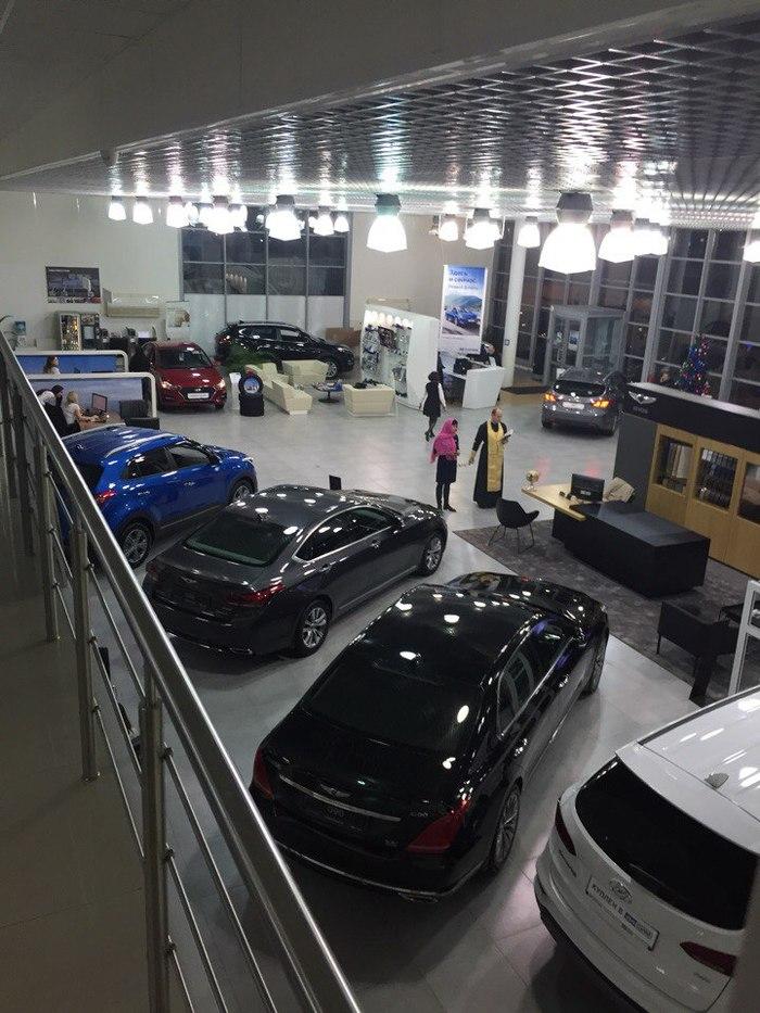 На что только не идут автосалоны, что бы повысить продажи перед НГ