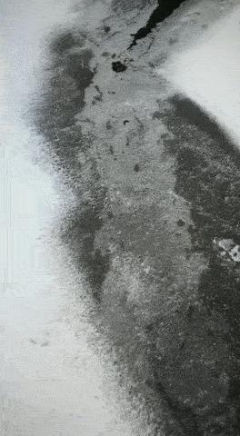 Движение воздуха под льдом.