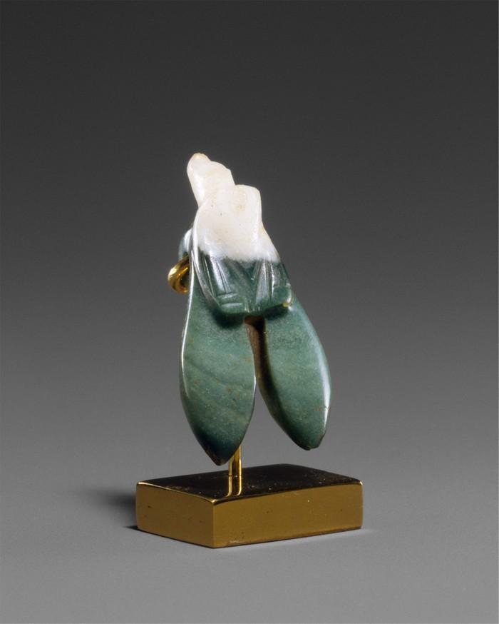 Египетский амулет в форме насекомого из бело-зеленой яшмы, ок. 712–332 до н.э.