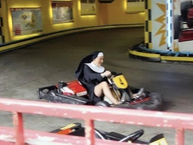 Просто монашка на картинге