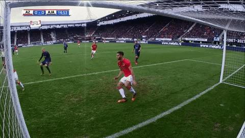 Защитник АЗ дважды за несколько секунд вынес мяч с ленточки ворот Футбол, Нидерланды, Спасение, Сейв, Пантелис Хацидьякос, Гифка