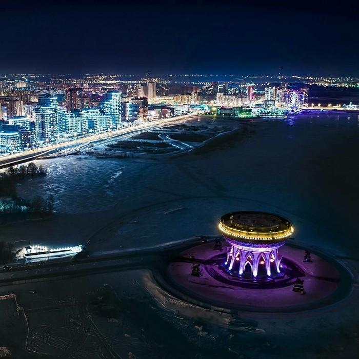 Прелесть и очарование города, освещённого ночными огнями.
