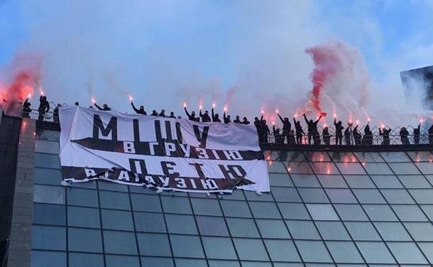 У центрі Києва обвалилася стіна між будинками, пошкодивши газові труби та роздавивши дві машини - Цензор.НЕТ 6927