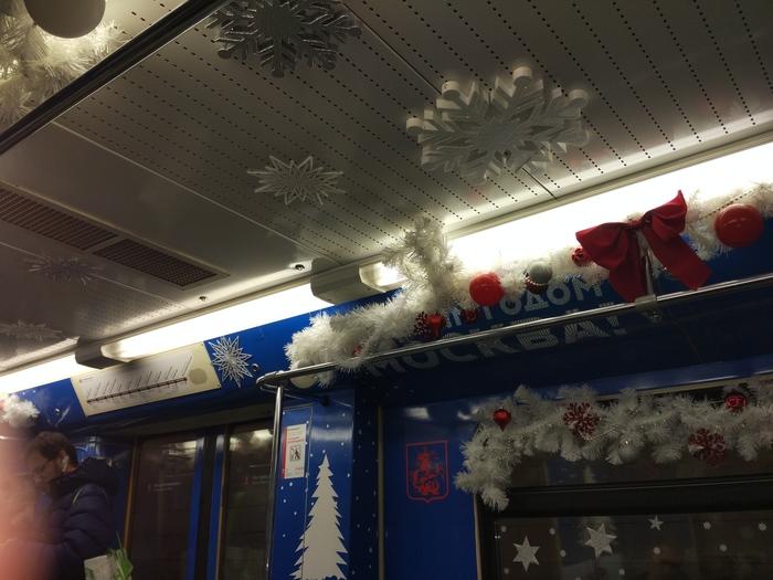 Новый год в метро.Извините за качество, как-то неудобно было снимать со вспышкой))Всех с наступающим) Новый Год, Метро, Москва, Милота, Длиннопост