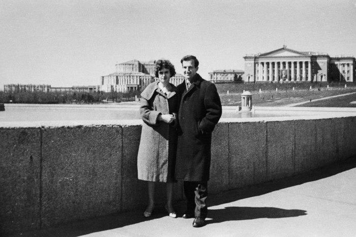 Токарь «Минского радиозавода имени Ленина» Ли Освальд со своей женой Мариной, Минск, 1961 год.