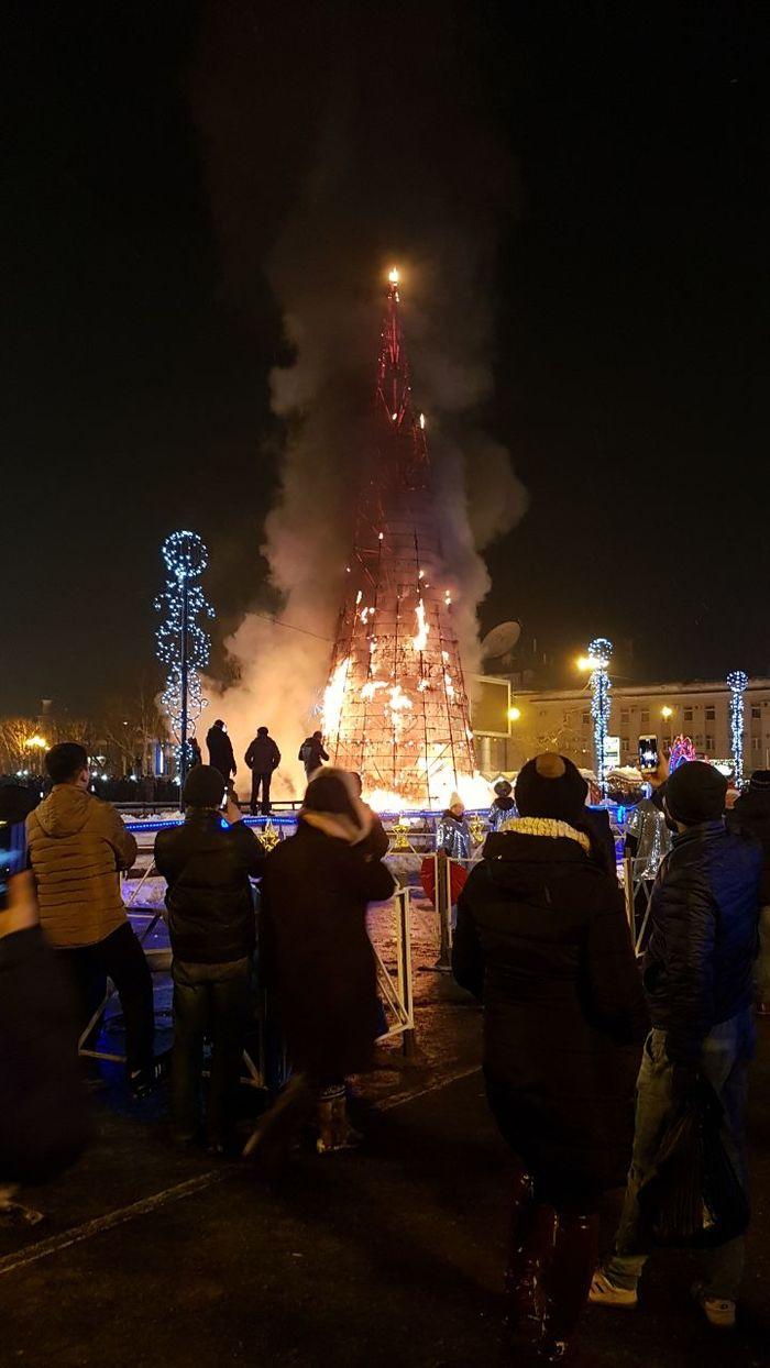 Сахалин отжег Ёлка, Пожа, Пожар, Новый Год, 2018, Длиннопост