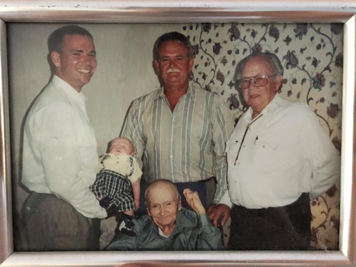 Пять поколений в одной фотографии