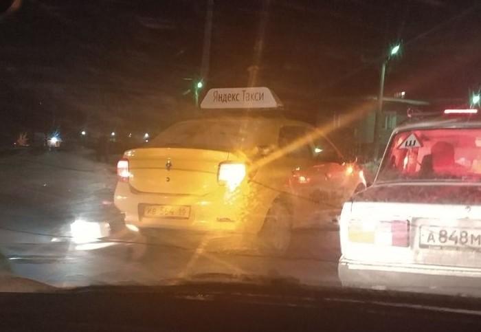 Водители ЯндексТакси класть хотели на ПДД и безопасность. Яндекс такси, Нарушение пдд, Железнодорожный переезд, Встречка, Екатеринбург