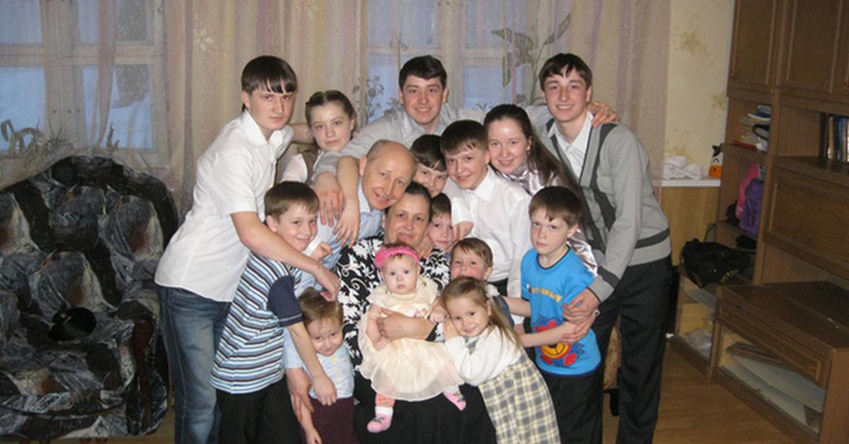 многодетная семья В семье 14 родных детей многодетная семья Дети длиннопост