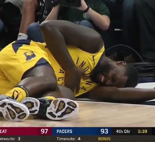 Это чудо: мгновенное исцеление негра после сердечного приступа! Баскетбол, NBA, Индиана Пэйсерс, Лэнс Стивенсон, Негр, Симуляция, Актеры у которых нет оскара, Гифка