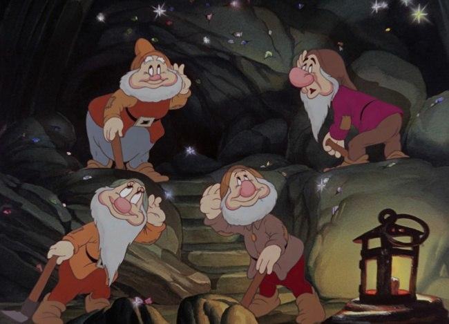 [7 Гномов] Почему Гномы постоянно свистят или поют, когда работают в шахте! Гномы, Белоснежка и семь гномов, Walt Disney Company, Мультфильмы, Фанатские теории, Фанатская теория