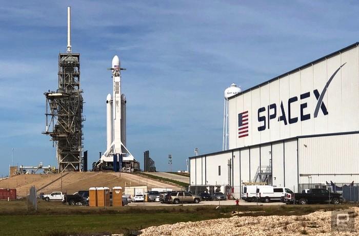 SpaceX успешно запустила сверхтяжелую ракету Falcon Heavy. Космос, Spacex, Илон Маск, Тесла, Ракета, Видео, Будущее, Технологии, Длиннопост
