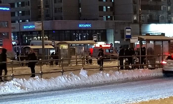 Любовь людей курить на остановке или как бабуля 5 часов трамвай ждала. Москва, Транспорт, Снег, Юмор, Люди, Тупость, Моё, Такие дела, Длиннопост