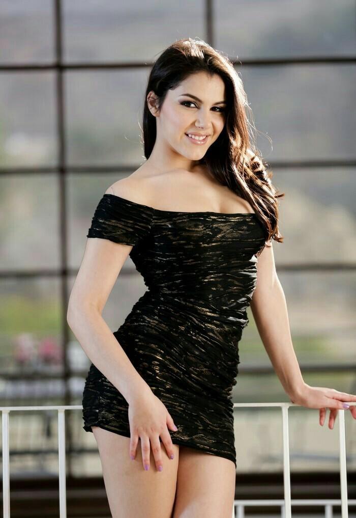 Порноактриса годдесс брианна, приставания к женщинам в колготках порно видео