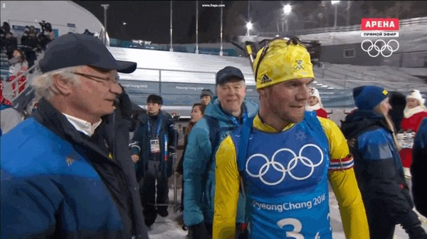 Король Швеции Карл XVI Густав радуется успехам шведской сборной по биатлону. Олимпиада 2018, Биатлон, Швеция, Король, Гифка