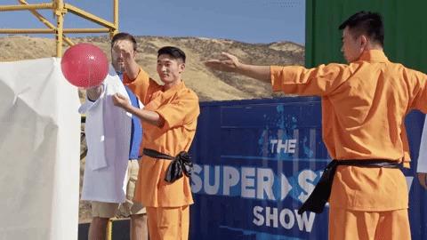 Шаолиньский монах иголкой пробивает стекло Шаолинь, Боевые искусства, Монах, Стекло, Шарик, Видео, Youtube, Гифка, Длиннопост