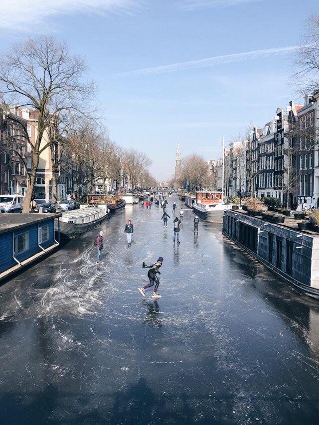 Каналы Амстердама зимой