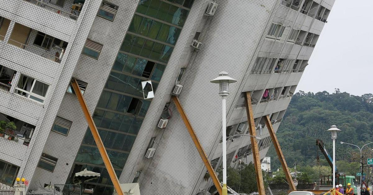 современное дом падает картинка опалубка