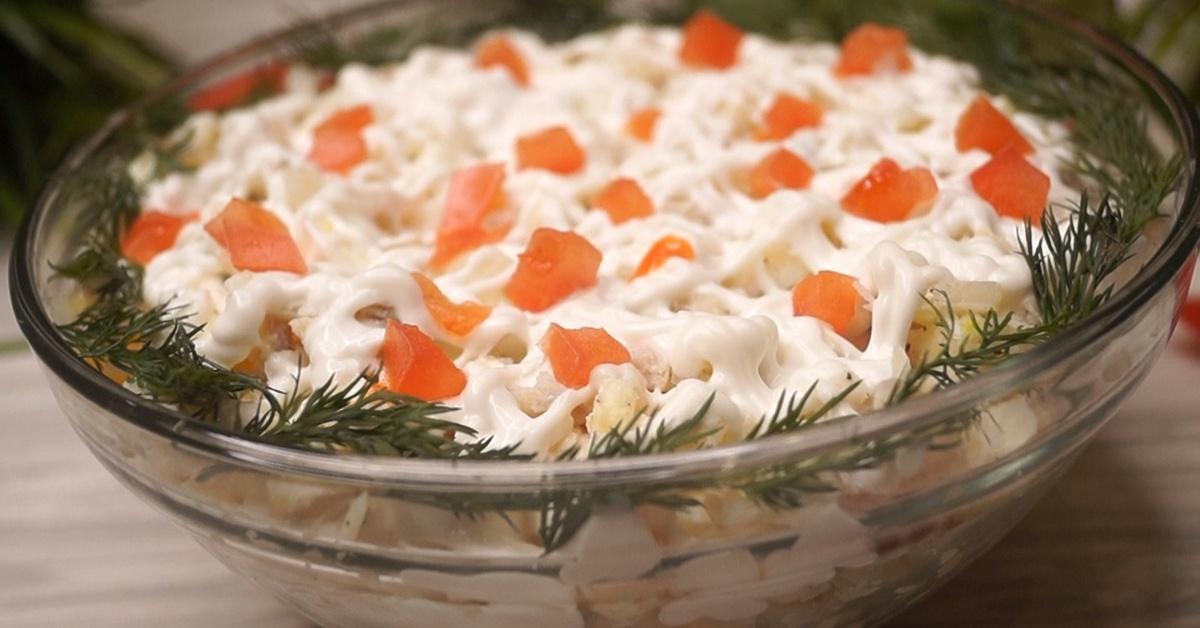 Красивый и вкусный салатик с креветками.