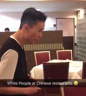 Белые люди в китайском ресторане Палочки, Китай, Ресторан, Официант, Гифка