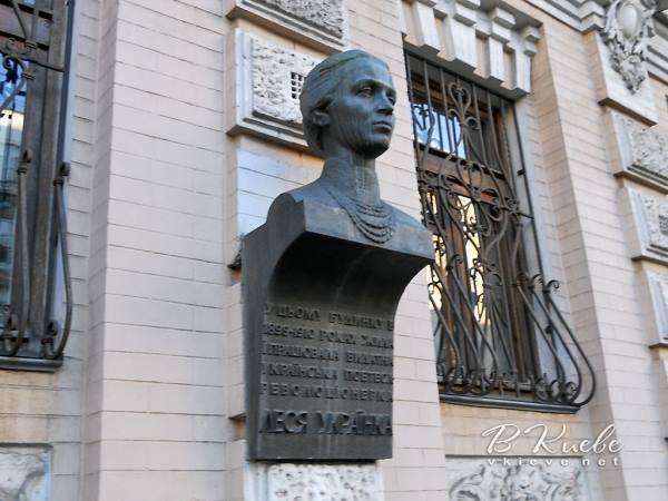 Бюст Леси Украинки Украина, Вандализм, 404, Длиннопост, Бюст, Леся Украинка, Мемориал, Мемориальная доска
