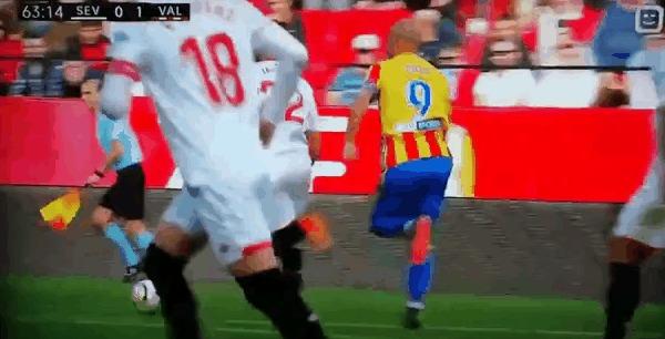 В футболе изобретаются все новые и новые методы симуляции Симулянт, Симоне Дзадза, Валенсия, Спорт, Футбол, Гифка