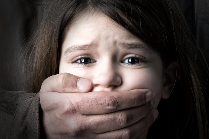 Секс видео папа трахает 8 летнию девочку