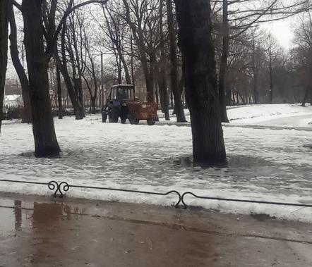 Растаял снег? Идет дождь? Надо срочно посыпать лужи песком. Благоустройство, Благоустройство парка, Коммунальщики, Гифка, Длиннопост