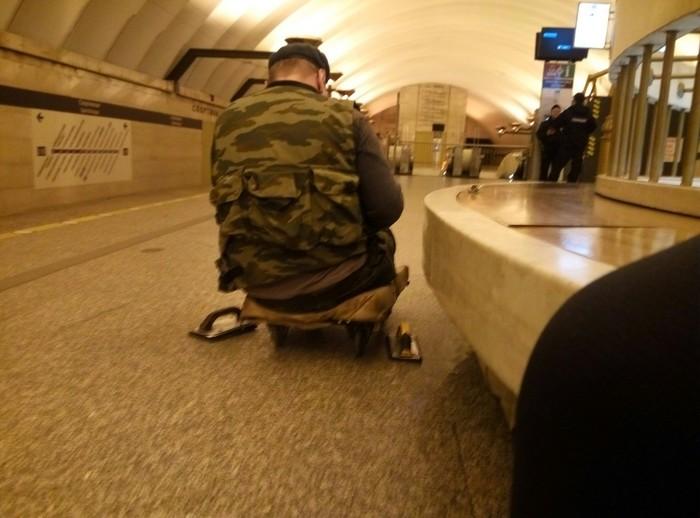 Картина маслом (попрошайки в метро) Попрошайки в метро, Полиция, Закон, Правопорядок