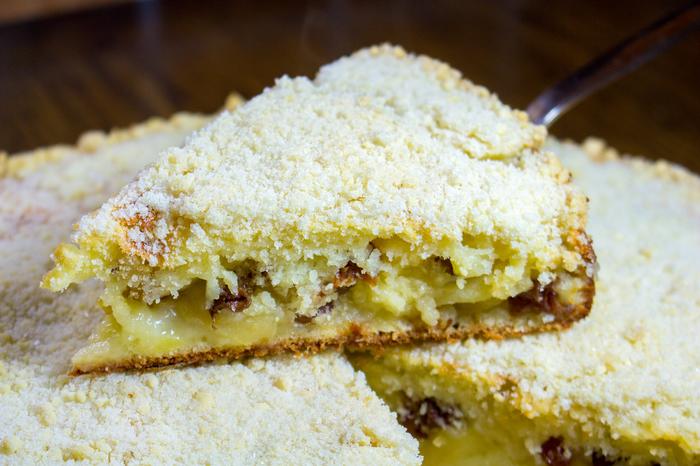 Пирог с изюмом на кефире - рецепт пошаговый с фото