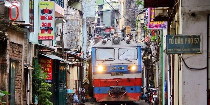 Улица - железная дорога в Ханое Ханой, Вьетнам, город, поезд, Железная Дорога, Интересное, видео