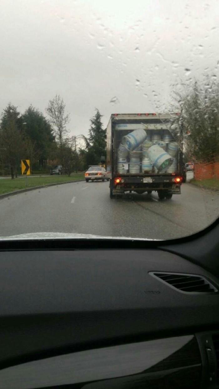 Аэрография на этом фургоне заставляет напрячься