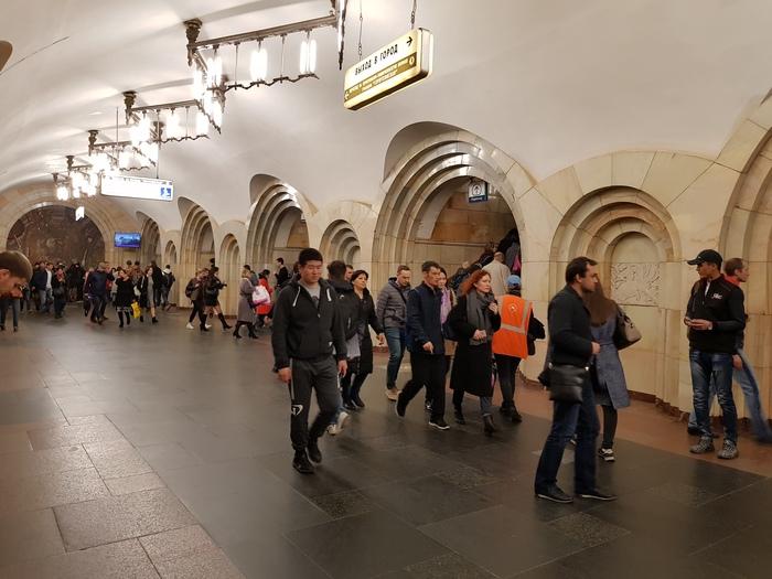 Экскурсия по станции метро Добрынинская. Москва.
