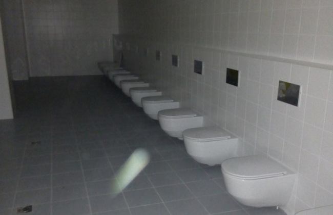 Девушка использует мужика в виде туалета видео, порно фильмы и чень порно