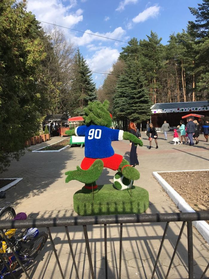 Рука из *опы Чемпионат мира по футболу 2018, Скульптура, Красота