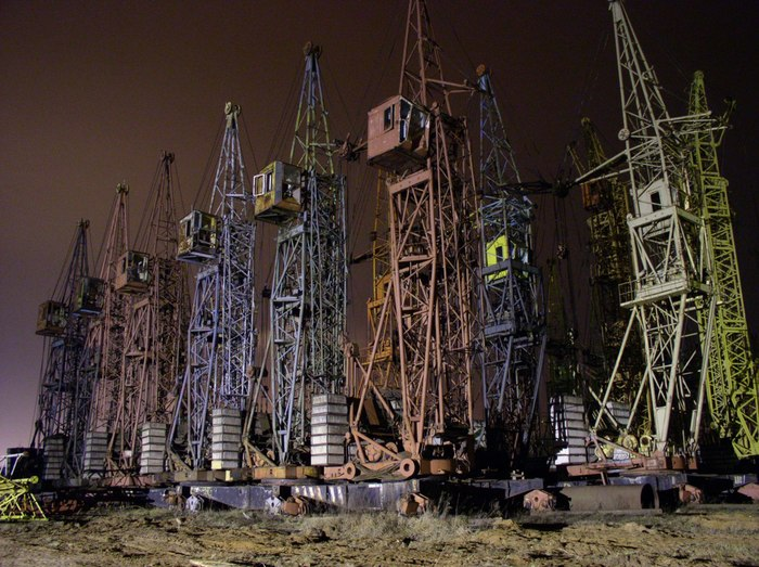 Кладбище башенных кранов в Минске