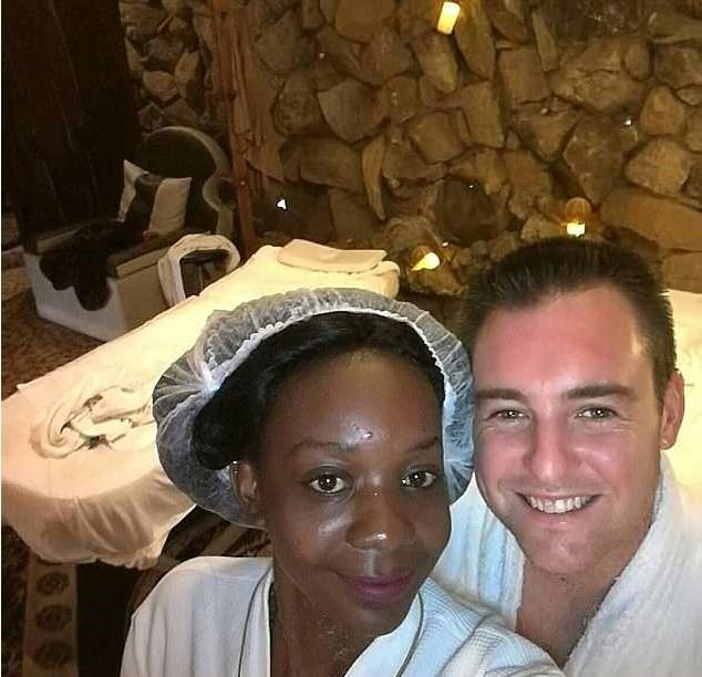 Невеста, которой перед церемонией откусил руку крокодил, не стала отменять свадьбу Уж замуж невтерпёж, Свадьба, Жених и невеста, Нападение, Крокодил, Зимбабве, Длиннопост