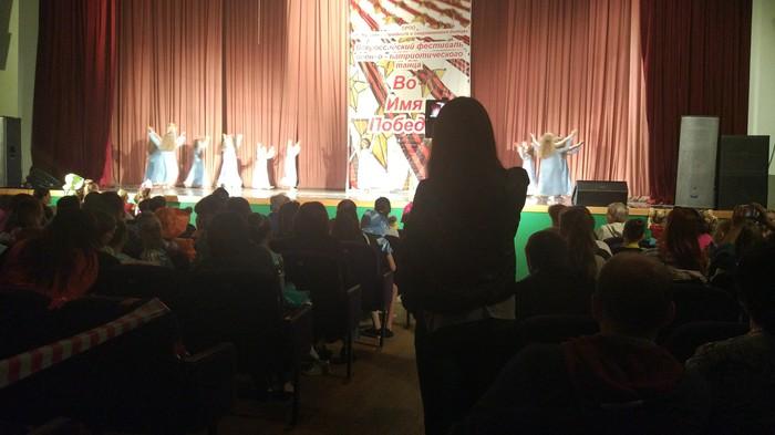 Вот как смотреть выступления детей? Фотограф, Тупой и еще тупее 2
