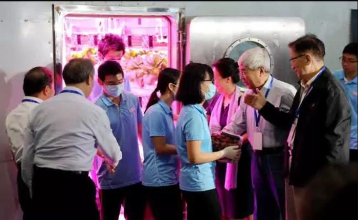 После 110 дней изоляции китайские добровольцы вышли из искусственной «Лунной лаборатории» Космос, Луна, Научные исследования, Эксперимент, Китай, Марсианин, Длиннопост