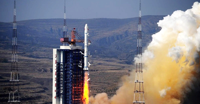 Китай успешно вывел в космос спутник-ретранслятор для лунной миссии